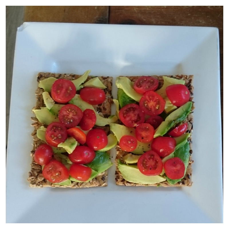 avocado-tomaat-crackers