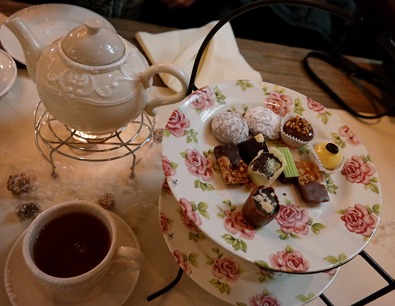 high tea chocolade