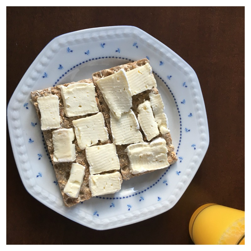 crackers brie