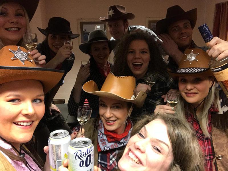 bibs goes wild west