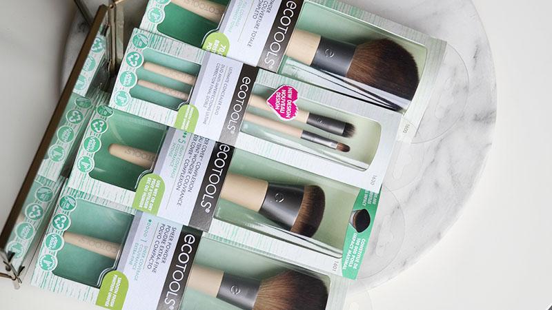 Ecotools Wonder Cover collectie Drie make-upkwasten met ieder een groot geconcentreerd aantal zachte haartjes: de Ecotools Wonder Cover collectie