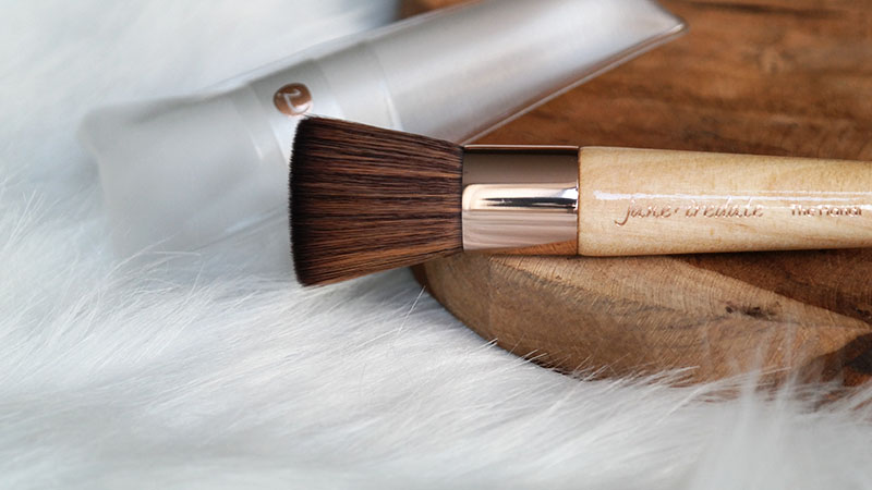jane iredale pretty in a snap handi brush