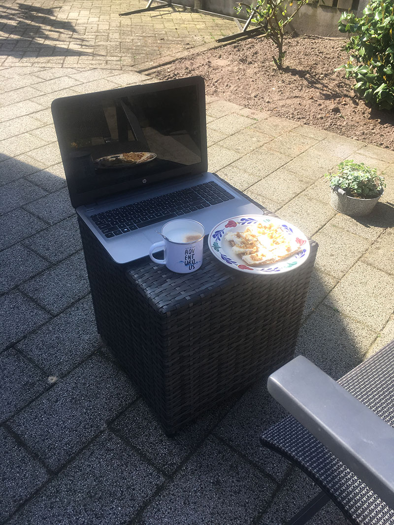 laptop ontbijt
