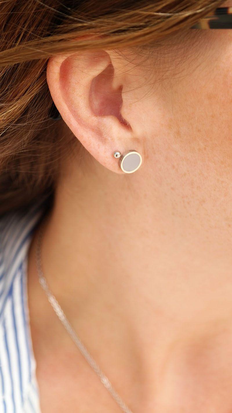 DRKS zilveren oorbellen grijs emaille