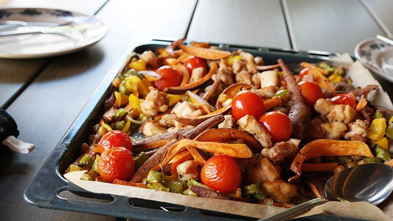 kip zoete aardappel en groenten uit de oven