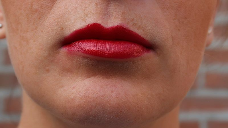 The Body Shop Colour Crush Lipstick 802 scarlet sunrise