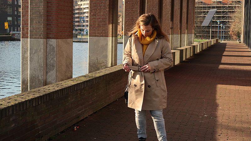 een nieuwe outfit trenchcoat beige