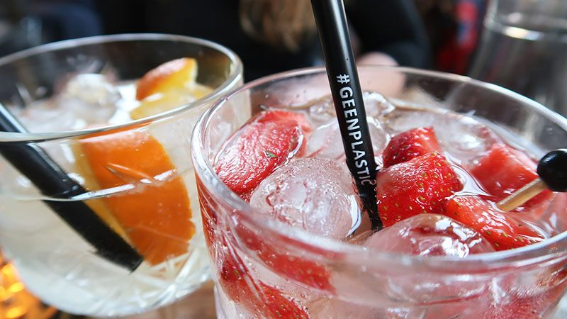 grand cafe cornelis cocktails plastic rietje
