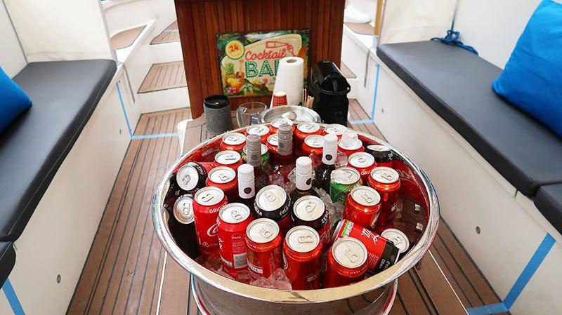 boot in amsterdam met drank