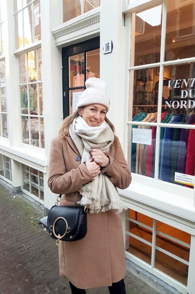 bruine blazer mantel lang outfit inspiratie voor dames