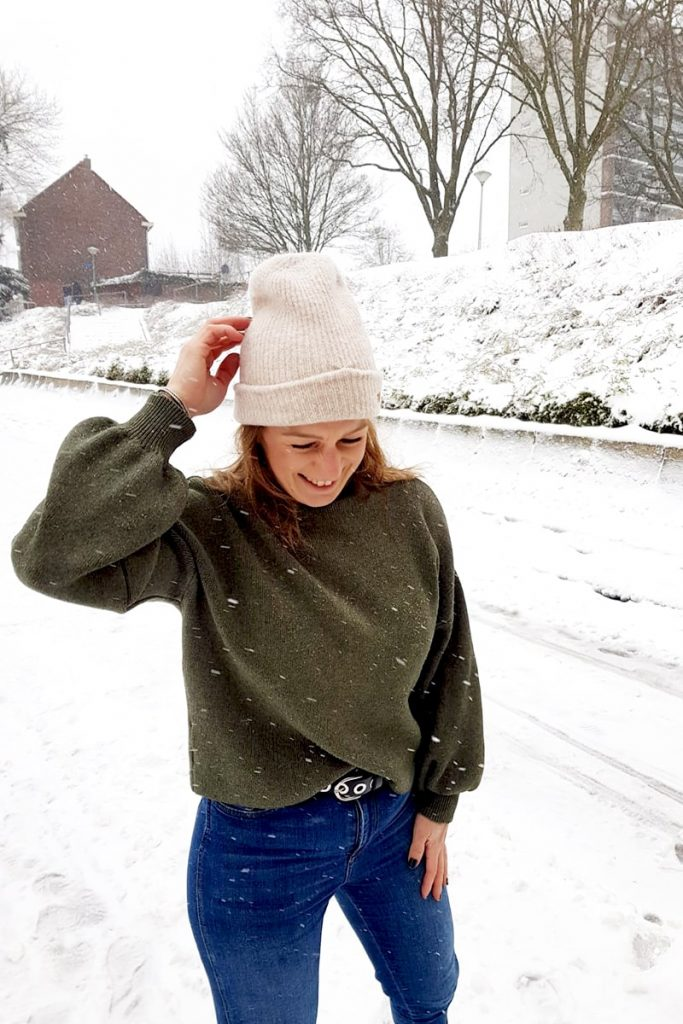 outfit inspiratie dames oversized sweater groen